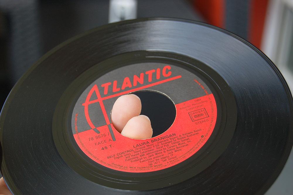 Discuter entre passionnés de disques vinyles