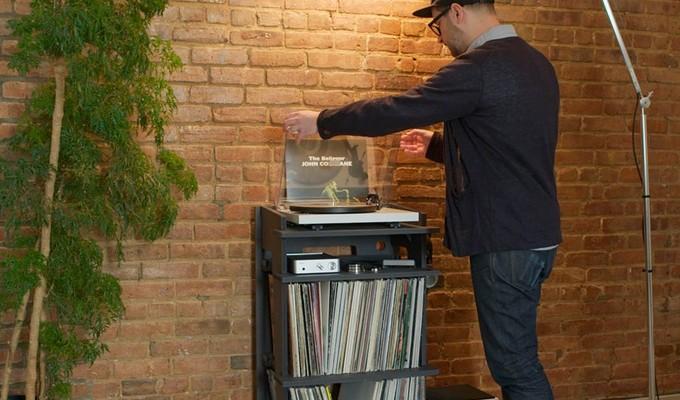 Un projet de meubles pour les fans du vinyle